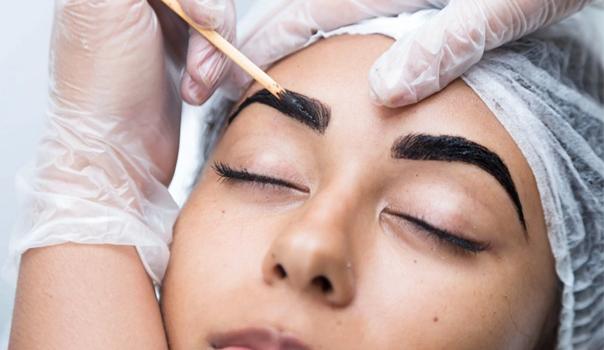 Camila Bráz: Engenharia no design de sobrancelhas e aplicação de henna - Curso Danny Cosméticos